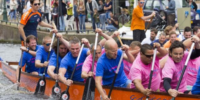Drakenboten tijdens de Lakenfeesten in Leiden