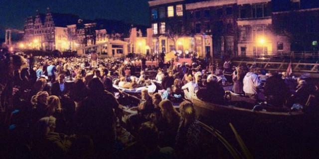 Concert op het water met bootjes in Haarlem